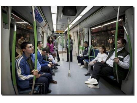 Personas con autismo se mueven en metro y conocen los museos de Madrid