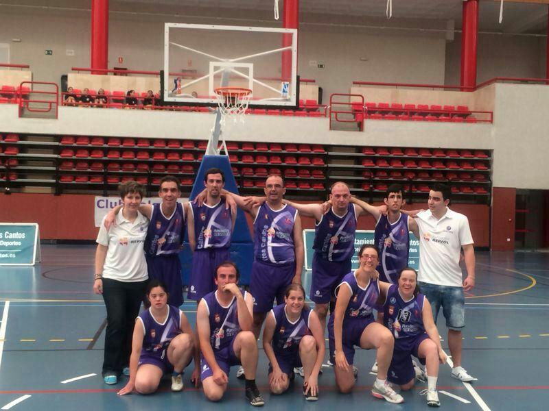 Jugando al baloncesto; un deporte que engancha