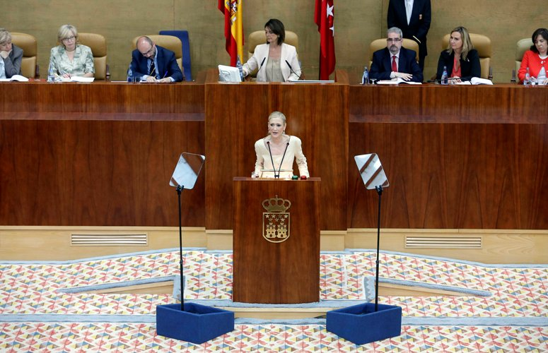 La presidenta de la Comunidad de Madrid se compromete con el Autismo en su discurso de investidura