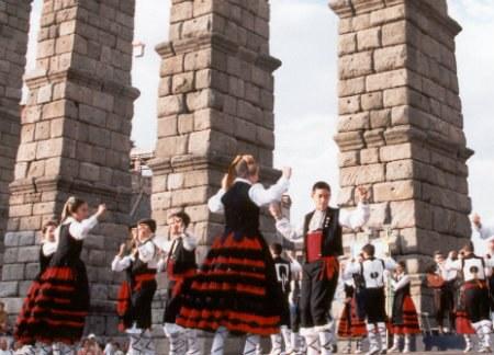 La Asociación Autismo Segovia tratará de batir el récord Guinness bailando una jota