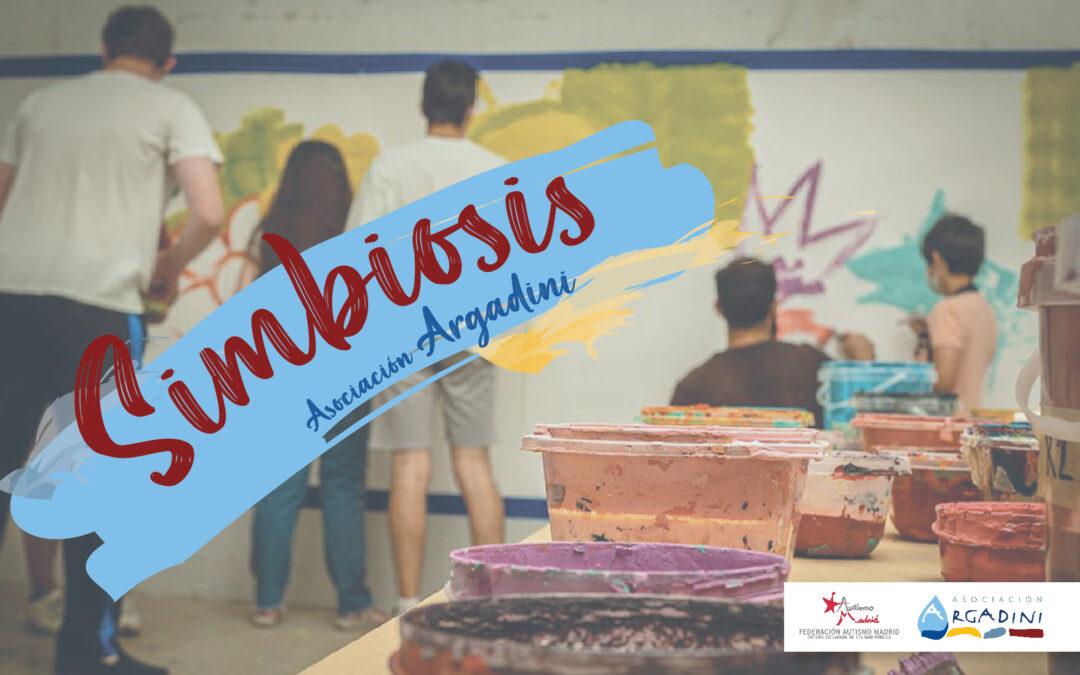 Maravilloso mural participativo realizado en el taller Simbiosis con Argadini y Boa Mistura